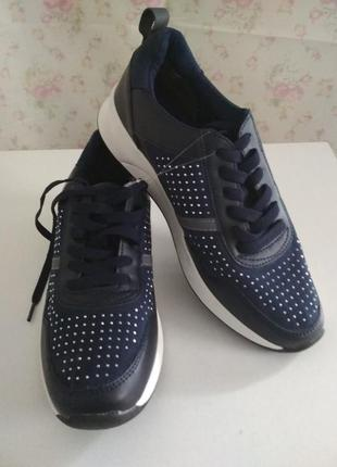 Женские кроссовки бренда blue motion.