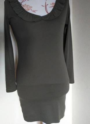 Трикотажное платье с красивой спинкой