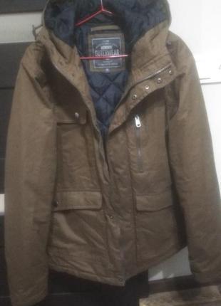 Дуже гарна куртка весна-осінь