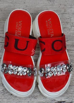 Шлепанцы женские спортивные красные с камнями на платформе6 фото