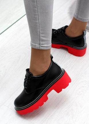 Туфельки на красной подошве