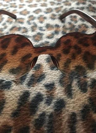 Очки сердечки коричневого цвета, пластик