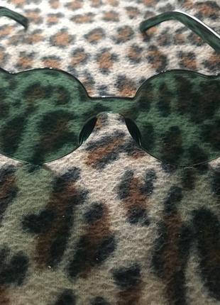 Очки сердечки зеленого цвета, пластик