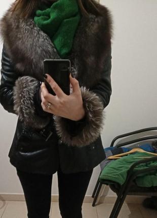 Шкіряна курточка з натуральним хутром лисиці