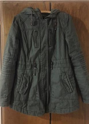 Зелёная весенняя куртка
