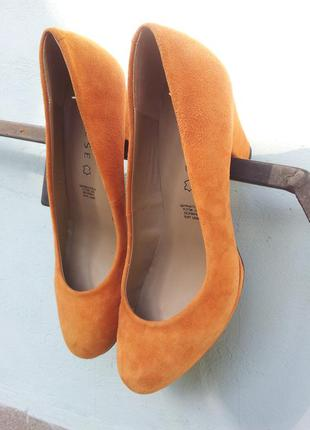 Новые замшевые туфли varese  40р