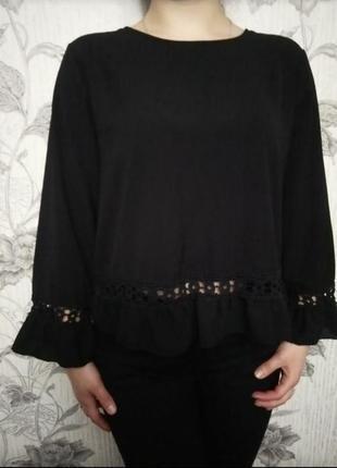 Блуза с красивой спинкой и рюшами
