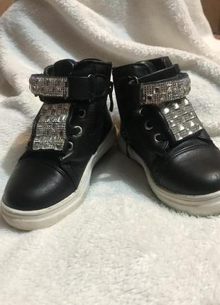 Продам ботинки осінні, снікерси1 фото