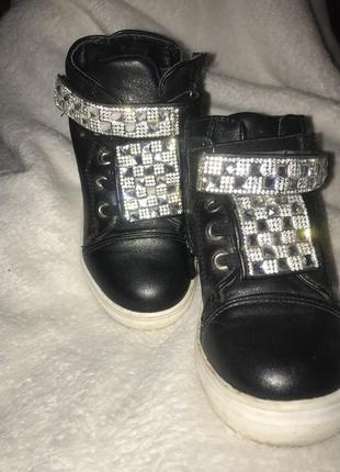 Продам ботинки осінні, снікерси2 фото