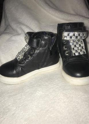 Продам ботинки осінні, снікерси3 фото