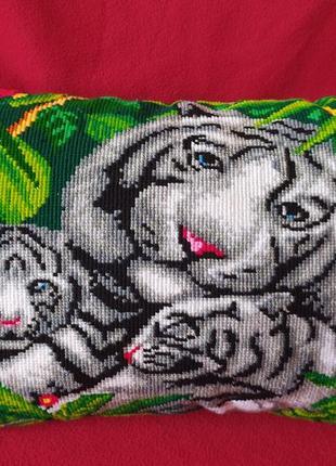 Вышитая подушка крестиком 🌹тигрята🌹 ручная работа!!!!