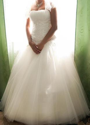 Красивенное свадебное платье цвета айвори