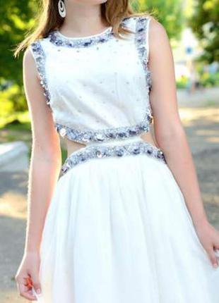 Платье нарядное, красивое
