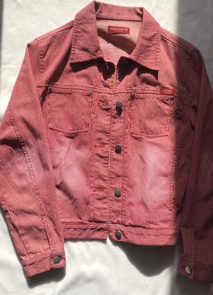 Красная джинсовка в полоску