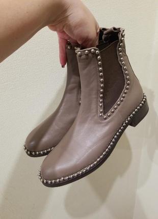 Новые  кожаные ботинки - челси цвета каппучино
