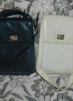 Две сумки.