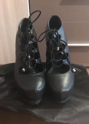 Крутые туфли на шнуровке