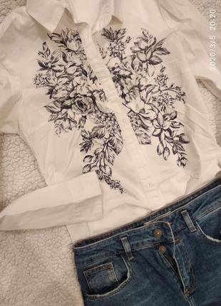 Нежная  белая блуза для офиса и отдиха,с цветочним принтом