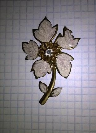 Брошка - прекрастный цветочек