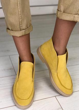 Жёлтые замшевые демисезонные лоферы