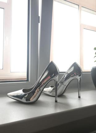 Серебристые туфли лодочки