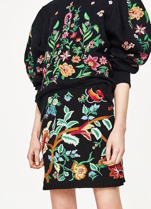 Крутая юбка с вышивкой