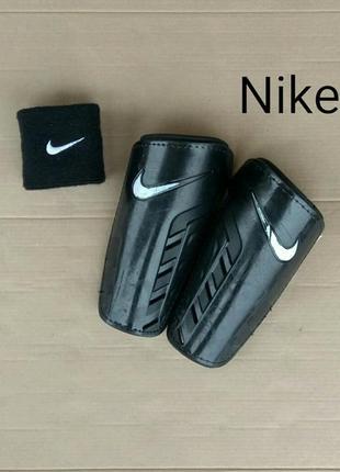 Футбольні щитки/защита на ноги nike