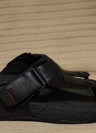 Мягкие черные кожаные шлепанцы fitflop trakk ii men's open toe sandals 45 р.