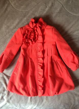 Пальто яркого кольору