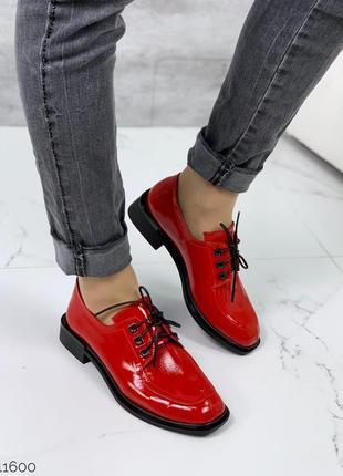 Яркие туфли на шнурках сделают деловой образ стильным👌