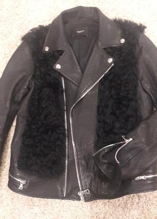 Стильная куртка из натуральной кожи и меха козлика