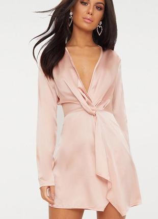 Сатиновое нюдовое платье с длинными рукавами