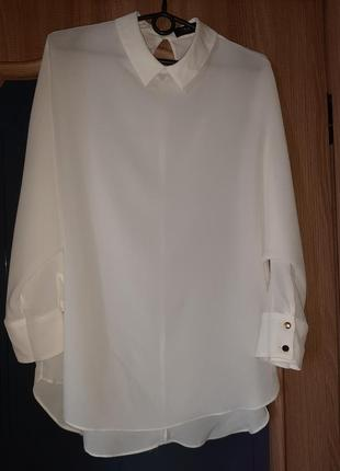 Нежная блузка .бело молочного цвета.