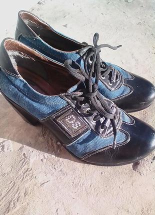 Классические туфли на низком каблуке 38 р