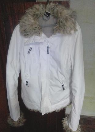 Демисезонная куртка молочного цвета