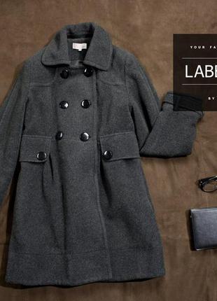 Серое пальто / bau /