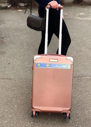Стильный чемодан из прочного поликарбоната/стильна валіза з полікарбонату