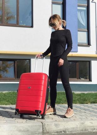 Стильный чемодан из полипропилена красный/стильна валіза з поліпропілену