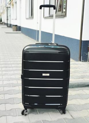 Стильный чемодан из полипропилена черного цвета/стильна валіза з поліпропілену