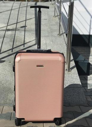 Стильный чемодан из поликарбоната