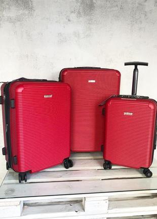 Комплект красных чемоданов из поликарбоната