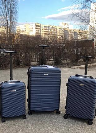 Комплект синих чемоданов из поликарбоната