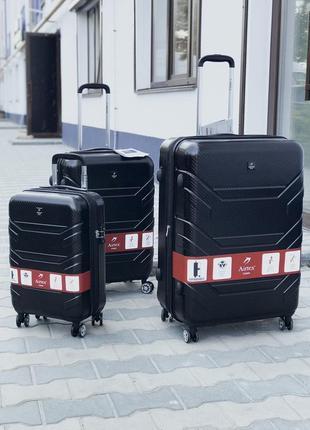 Комплект черных чемоданов из поликарбоната