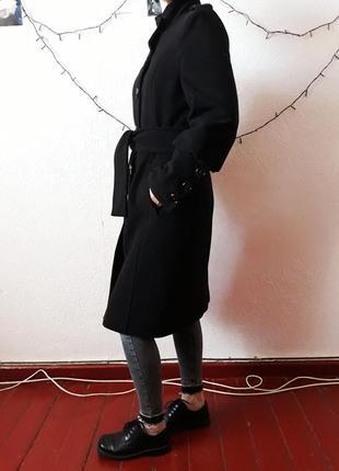 Черное демисезонное пальто