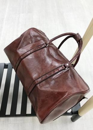 Стильная дорожная сумка коричневая
