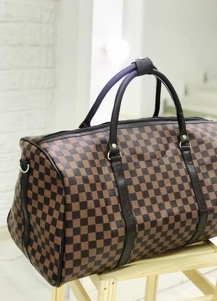 Стильная дорожная сумка коричневая шашка