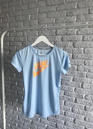 Спортивна футболка