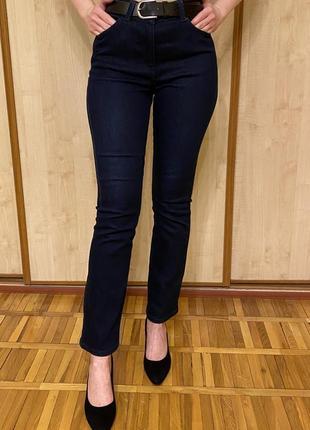 Темно-синие джинсы с высокой посадкой прямые
