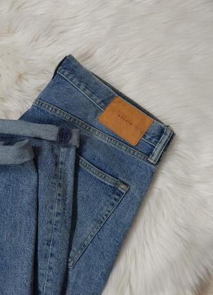 Светлые джинсы аш ем