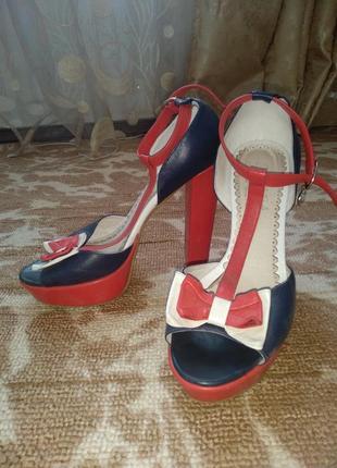 Супер босоножки на каблуке